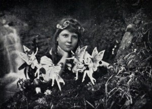 Cottingley_Fairies_1_article